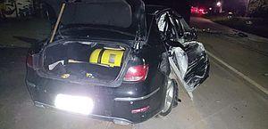 Carro derruba poste após motorista perder direção na AL-101 Norte; vídeo