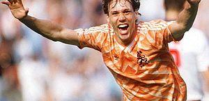EA Sports retira cartas de Van Basten do Fifa após saudação nazista