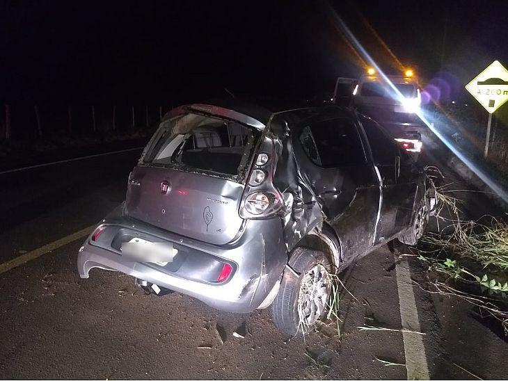 Carro Fiat Palio ficou destruído