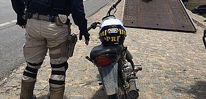 Homem é preso pela Polícia Rodoviária Federal com moto roubada