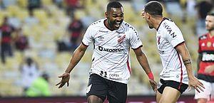 Copa do Brasil: Athletico-PR bate Flamengo no Maracanã e está na final