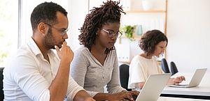Contratação de estagiários negros cresce 148% em relação a 2018, diz pesquisa
