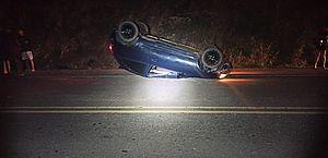 Motorista desvia de cão e capota com carro após atingir barranco na AL-220