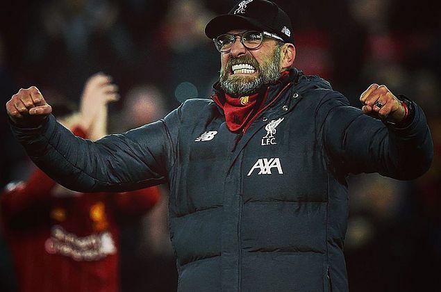Liverpool vence clássico, abre 16 pontos na ponta e fica perto do titulo