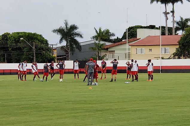 Invictos, Goiás e CRB duelam pela Copa do Brasil na noite desta quinta