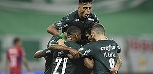 Libertadores: Palmeiras goleia e garante melhor campanha da 1ª fase; Fla também vence