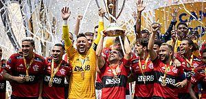 Flamengo bate Palmeiras nos pênaltis e conquista Supercopa do Brasil após grande jogo