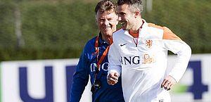 Atacante holandês revela ter levado tapa na cara de técnico na Copa de 2014