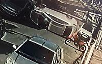 Vídeo: condutor embriagado colide com carro parado e capota no Centro