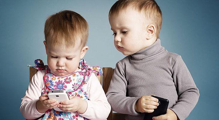 Criança que usa celular ou tablet demais tem mais chance de ter 12 tipos de câncer