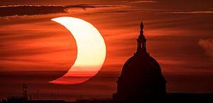 """Eclipse solar """"bastante especial"""" aconteceu esta manhã; veja transmissão do Observatório Nacional"""