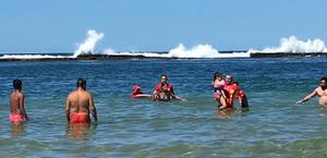 Guarda-vidas salvam mãe e filha de afogamento, na Praia do Francês