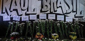Homenagens às vítimas do tiroteio na Escola Raul Brasil, em Suzano, São Paulo