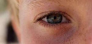 Cozinhar com carvão ou lenha pode provocar doenças oculares; entenda