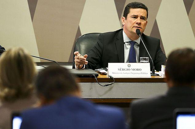 Em 9 horas no Senado, Moro minimiza crise e admite sair se for provada irregularidade