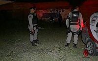 Após ser transportado em carrinho de mão, corpo de jovem é jogado em terreno na Cambona