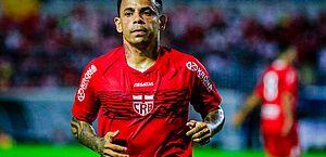 Élton ressalta importância da partida com a Ponte Preta: 'Jogo de recuperação'