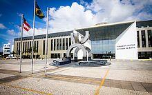 As chances no Tribunal de Justiça da Bahia são para candidatos que têm nível superior em direto e, no mínimo, três anos de atividade jurídica.