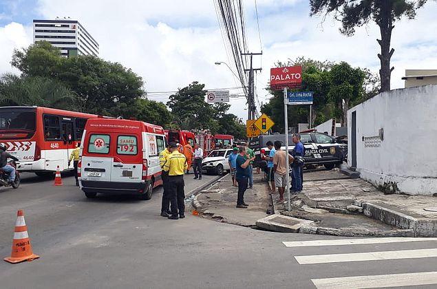 HGE identifica feridos em acidente entre carro e viatura da Polícia Civil em Maceió