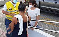 Adolescente de 15 anos com bebê no colo é agredida por companheiro em Ponta Verde