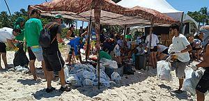 Ações do Dia Mundial da Limpeza são realizadas na praia do Francês