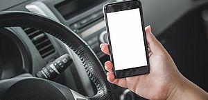 MT: mulher bate em pilha de concreto ao dirigir mexendo no celular e morre