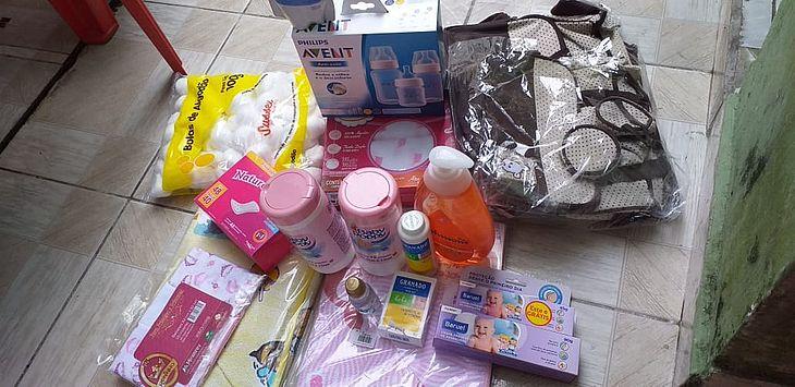 Enxoval que pai comprou para filha que já havia nascido e sido entregue à mulher misteriosa em São Vicente, SP