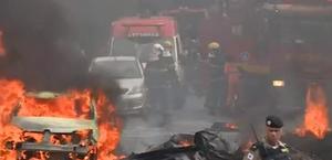 Avião de pequeno porte cai em avenida, em Belo Horizonte, e deixa mortos
