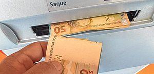 Caixa deposita parcelas para 5,2 mi de beneficiários do auxílio e do Bolsa Família