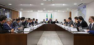 Bolsonaro assina Projeto de Lei Anticrime criado por Moro