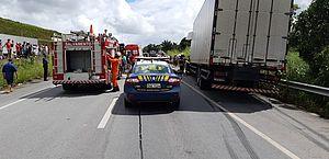 Acidente entre caminhões deixa um ferido na BR-101, em Jequiá da Praia