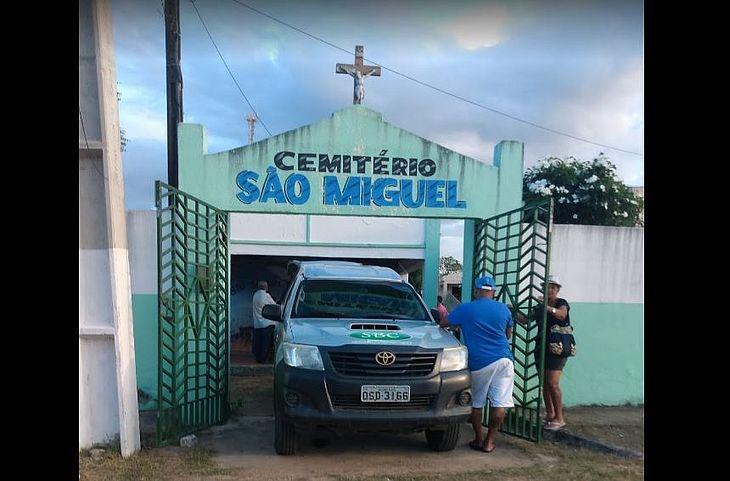 Caso foi presenciado durante velório no cemitério da cidade