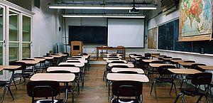 Projeto obriga escolas a oferecer assistência psicológica a professor vítima de violência