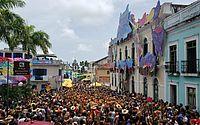 Enquanto o Galo da Madrugada agita o Recife, multidão toma conta de Olinda no Carnaval