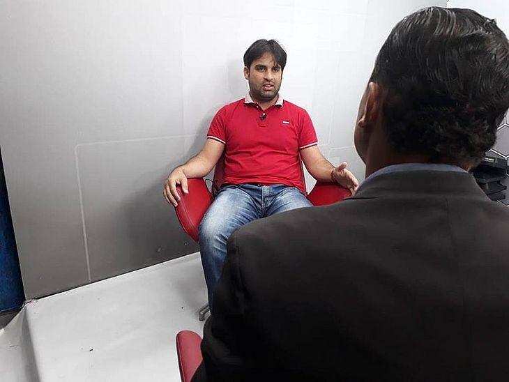 Dênis Boiadeiro, primo de Baixinho Boiadeiro, em entrevista ao repórter Thiago Correia