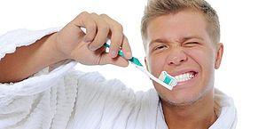Sabia que escovar os dentes logo após refeição não é aconselhável?