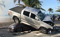 Hilux colidiu com seis veículos