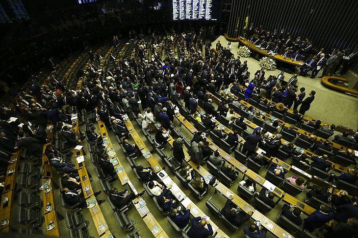 Fim da aposentadoria especial para parlamentares está sugerido na proposta de reforma da Previdência