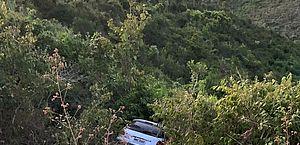 Carro conduzido por adolescente cai em ribanceira na Ecovia Norte