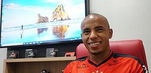 CRB anuncia contratação do lateral-direito Reginaldo, que estava no Atlético-GO