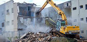 Demolição dos prédios do Jardim Acácia, no Pinheiro