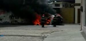 O Corpo de Bombeiros foi acionado e conteve as chamas.