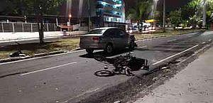 Motocicleta bate em carro e criança é arremessada, em João Pessoa