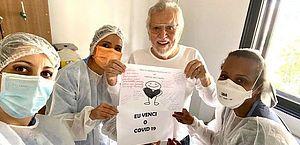 'Eu venci', comemora Carlos Alberto de Nóbrega após Covid-19