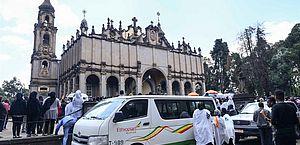 Etiópia faz funeral simbólico de vítimas de queda de avião