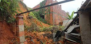 Vídeo: cidades da região Metropolitana também são atingidas por fortes chuvas