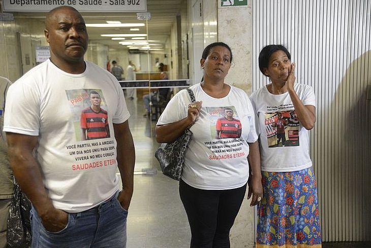 Parentes dos jogadores vítimas de incêndio no centro de treinamento Ninho do Urubu deixam o Tribunal de Justiça (TJ) do Rio de Janeiro após audiência de mediação com o Flamengo