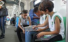 Alunos da rede pública participam de passeio no VLT