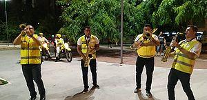 Música na quarentena: agentes da Ronda do Bairro entretêm população; vídeo