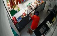 Homens invadem supermercado e roubam R$ 3 mil e celulares; veja vídeo